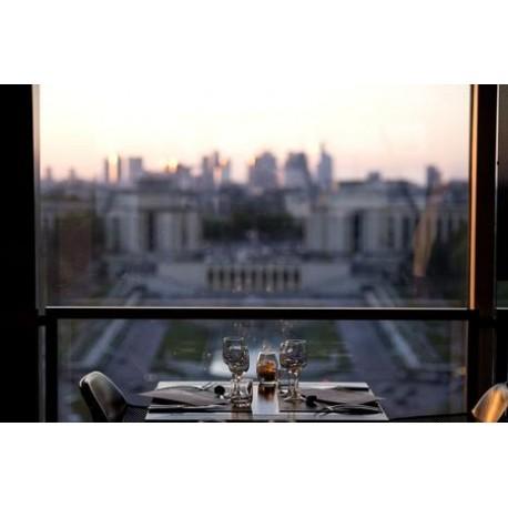 埃菲尔铁塔一楼晚餐18H30: 85欧/成人